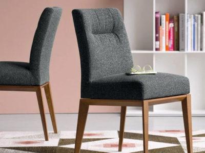 Lot de 2 chaises en bois graphite tissu bleu nuit Casca