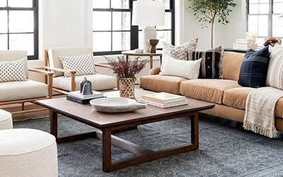 Comment décorer une table basse ou une petite table de salon ?