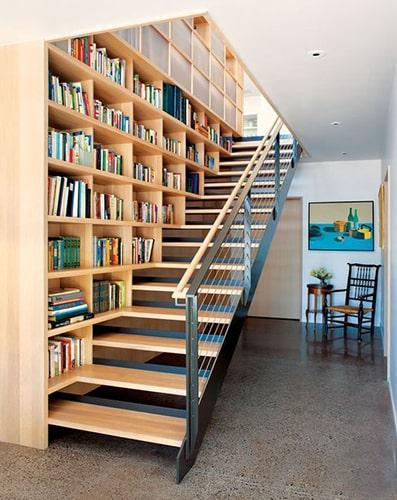 Aménager bibliothèque dans escalier Meubles Bouchiquet Bergues