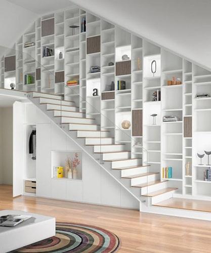 Aménager bibliothèque dans escalier Meubles Bouchiquet