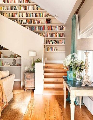 Bibliothèque dans escalier Meubles Bouchiquet Bergues