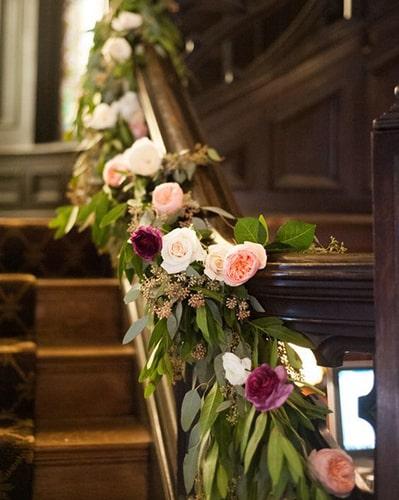 Décoration escalier avec des fleurs Meubles Bouchiquet