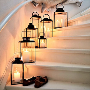 Décorer l'escalier avec photophores Meubles Bouchiquet