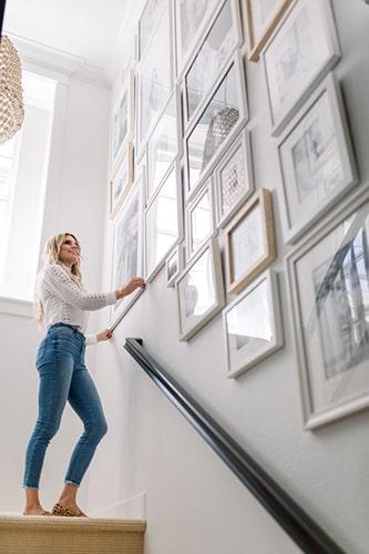 Idée déco cadre dans escalier Meubles Bouchiquet Bergues