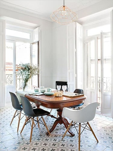 Salle à manger chaises dépareillées scandinaves Meubles Bouchiquet