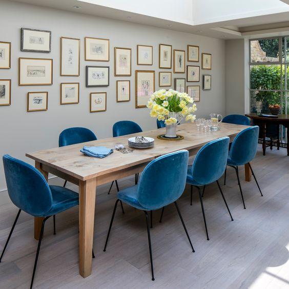 Salle à manger avec chaise bleu Meubles Bouchiquet