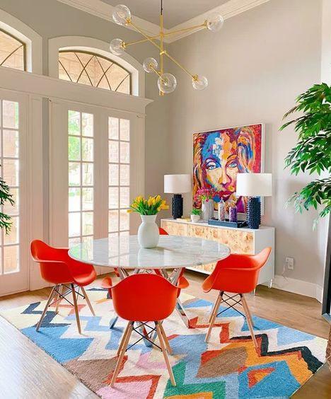 Salle à manger avec chaise design orange Meubles Bouchiquet