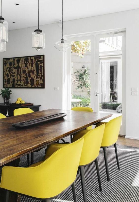 Salle à manger avec chaise jaune Meubles Bouchiquet