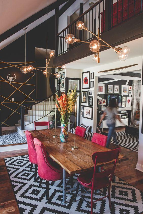 Salle à manger avec chaise rouge Meubles Bouchiquet