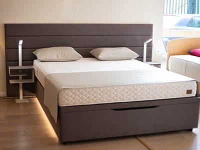 Lit coffre 160x200 tête de lit débordante simili cuir marron - Promotion