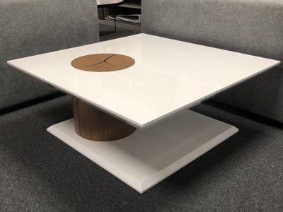 Table basse plateau blanc avec rondin de bois Meubles Bouchiquet